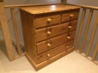 Pine chest of drawers, very good condition