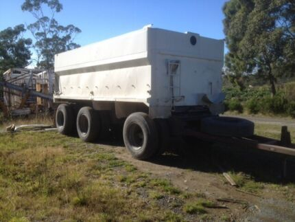 Super dog tipping triaxle airbag 48t spec Kingston Kingborough Area Preview
