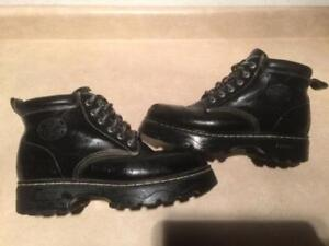 Womens Size 8.5 Roots Tuff Boots
