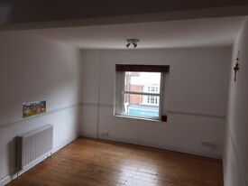 Large 3 double bed flat in central Weybridge