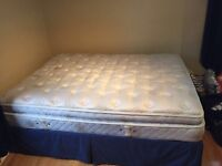 Bed / lit Queen with Setra pillow top !