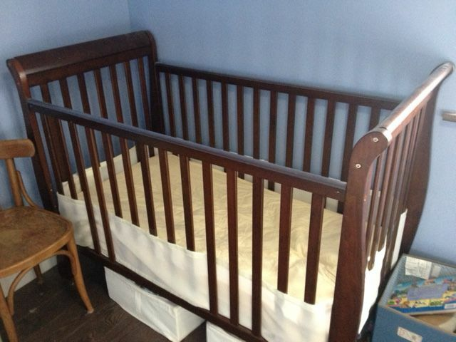 Baby crib with breathable bumpers free mattress too for Breathable crib mattress