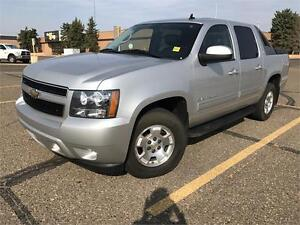 2011 Chevy Avalanche LT **LEATHER-SUNROOF**