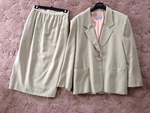 Ladies Spring/Summer suit - jacket and skirt - size 16