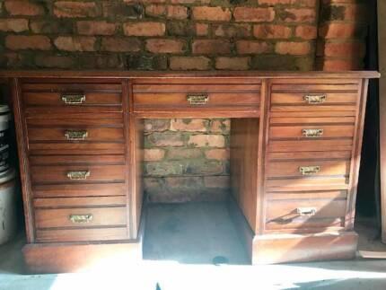 Edwardian Oak Desk in excellent condition