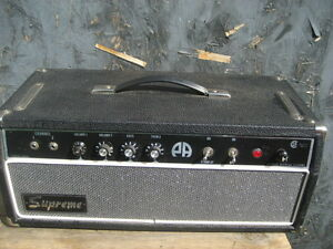 Supreme musical amp. Vacuum Tubes. Made in Canada  115V 0.75A. 2