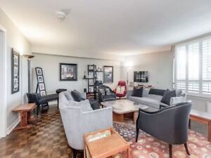 Great Location Burhamthorpe And Mill Rd 3 Bed 3 Bath!!