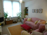 EDINBURGH FESTIVAL LET (Ref 417): Charming main door garden flat off Leith Walk.
