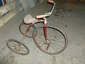 Tricycle antique CCM