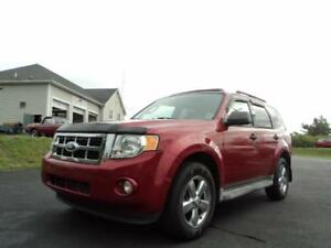 LOW MILEAGE! LEATHER, HEATED SEATS! 4WD!2009 Ford Escape XLT