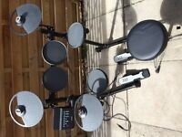Yamaha Electronic Drum Kit Yamaha DTX400K. Includes seat, pedals and drum sticks.
