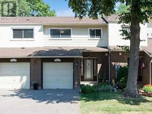 Rare To Find Upgraded 4+1Br 3Wr TH No Carpet 1572 NEWLANDS Cres