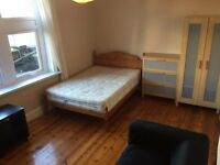 great size double room to rent elephant and castle old Kent Road TWO BATHROOMS CLEANER