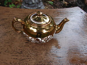 Tea pot wade Handpainted