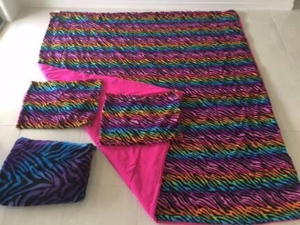 Rainbow Bedding (Queen Size), 2 Pillowcases, Fleece Blanket