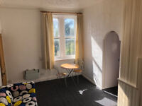 Self contained studio flat in quiet part of Horsforth