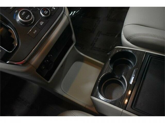 Image 11 Voiture Asiatique d'occasion Toyota Sienna 2017