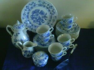 Blue Onion Zwiebelmuster Tea Coffee Set for 6
