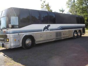 Prevost LeMirage Bus converted to motorhome