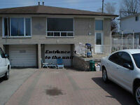 Round Level Apartment (2+Den)in Desirable QEW and Cawthra Area
