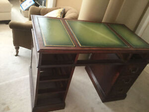 Gorgeous Classic Antique Leather Top Desk LOVELY Condition