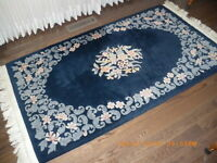 BEAUTIFUL AREA RUG - GREAT CONDITION