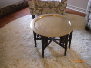 COFFEE TABLE VINTAGE BRASS TRAY & CARVED LEGS