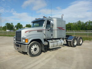 2014 Mack CHU613 Pinnacle T/A Hiway Tractor - Sleeper Heavy Spec
