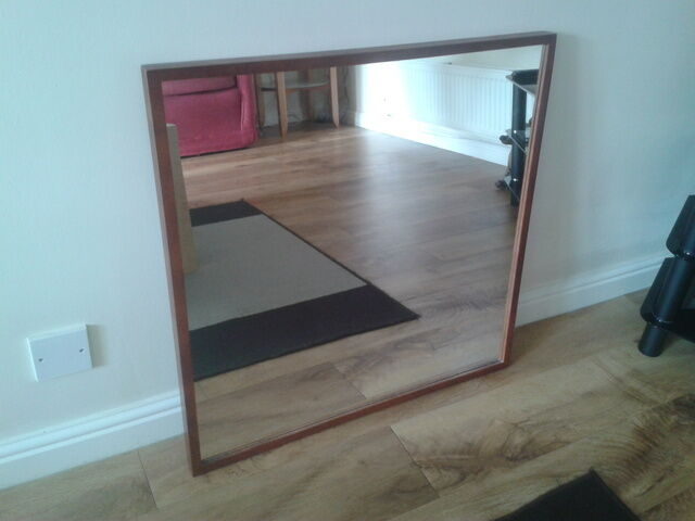 Ikea stave mirror 70 x 70 in desborough for Miroir 70 x 70