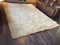 Brand new Large Beige shag rug from Costco. Made in Belgium. Ver