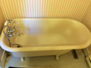 Antique Clawfoot Bathtub For Sale