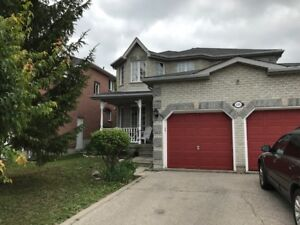 Barrie House for Lease (4+1 Bedrooms, 2 Garages)