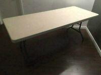 TABLE PLIANTE INTÉRIEUR/EXTÉRIEUR 60$