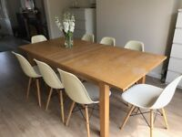Extending oak dinning table for 8 - without chairs (£75 – Walton-on-Thames)