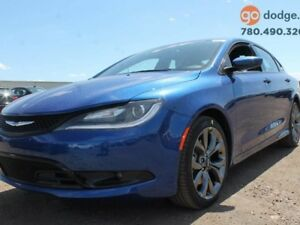 2016 Chrysler 200 S / SUNROOF / REAR BACK UP CAMERA / HEATED STE