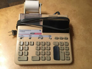calculatrice avec papier/calculator with paper roll