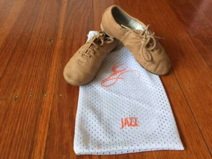 GIRLS JAZZ SPLIT-SOLE  SHOES, SIZE 9.5 **VERY GOOD CONDITION**