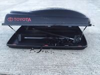 Toyota Roof box with bars