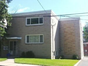THREE BDRM UNIT A COUPLE BLOCKS FROM QUEEN'S - 47-2 Beverley St