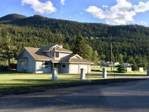 2200sqft Crowsnest Pass Home with 0.4 Acre Lot