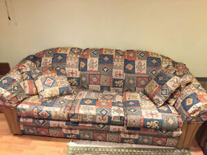 *** EXCELLENTE CONDITION SAUFA , FUTONS , FAUTEUILS , TABLE ***
