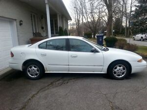Auto Oldsmobile Alero Berline - 2003 - Automobile