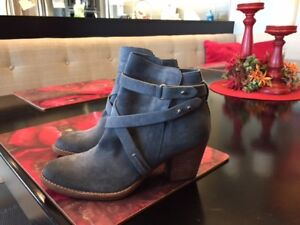 Beautiful worn once Sam Edelman boots