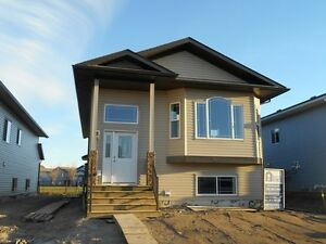 #2232 Beautiful 3 Bedroom Upper Level $1300 May 1st