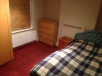 Large room with double in large house in Thornton Heath
