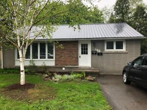 Barrie, Great 3 bedroom ground level unit, utilities included