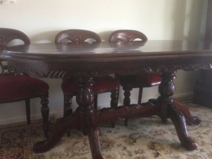 Mahogany Dining Room Table And Chairs For URGENT Sale