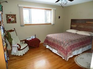 Lovely Family Home in Camrose Edmonton Edmonton Area image 14