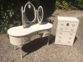 Dressing table with mirrors, and chest of drawers, with ballerina decoration