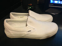 VANS CLASSIC SLIP-ON SHOE (BOYS)